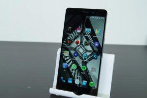 Elephone P9000 Display 1 300x200