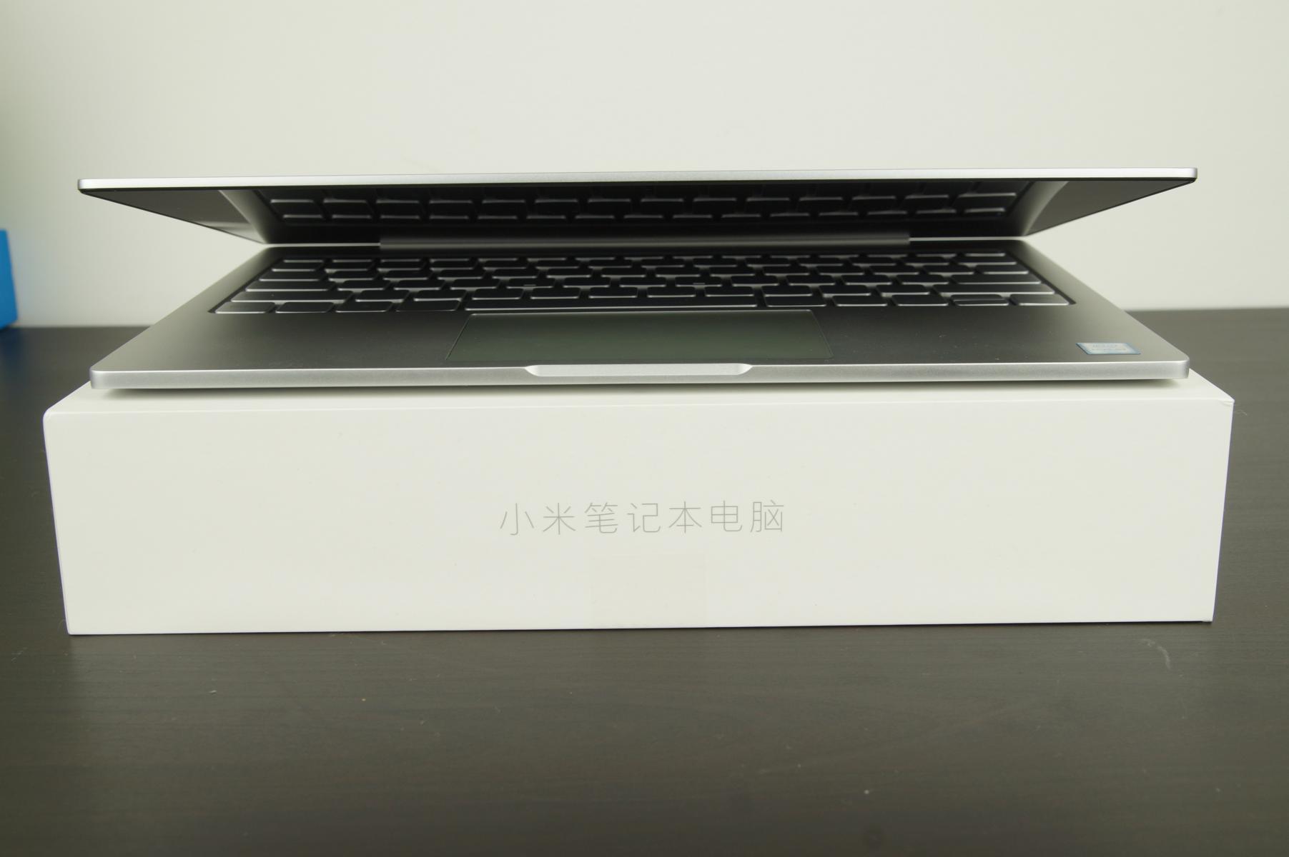 xiaomi-mi-notebook-air-vorderseite-augeklappt