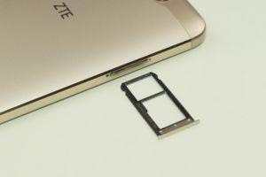 ZTE Blade V8 1