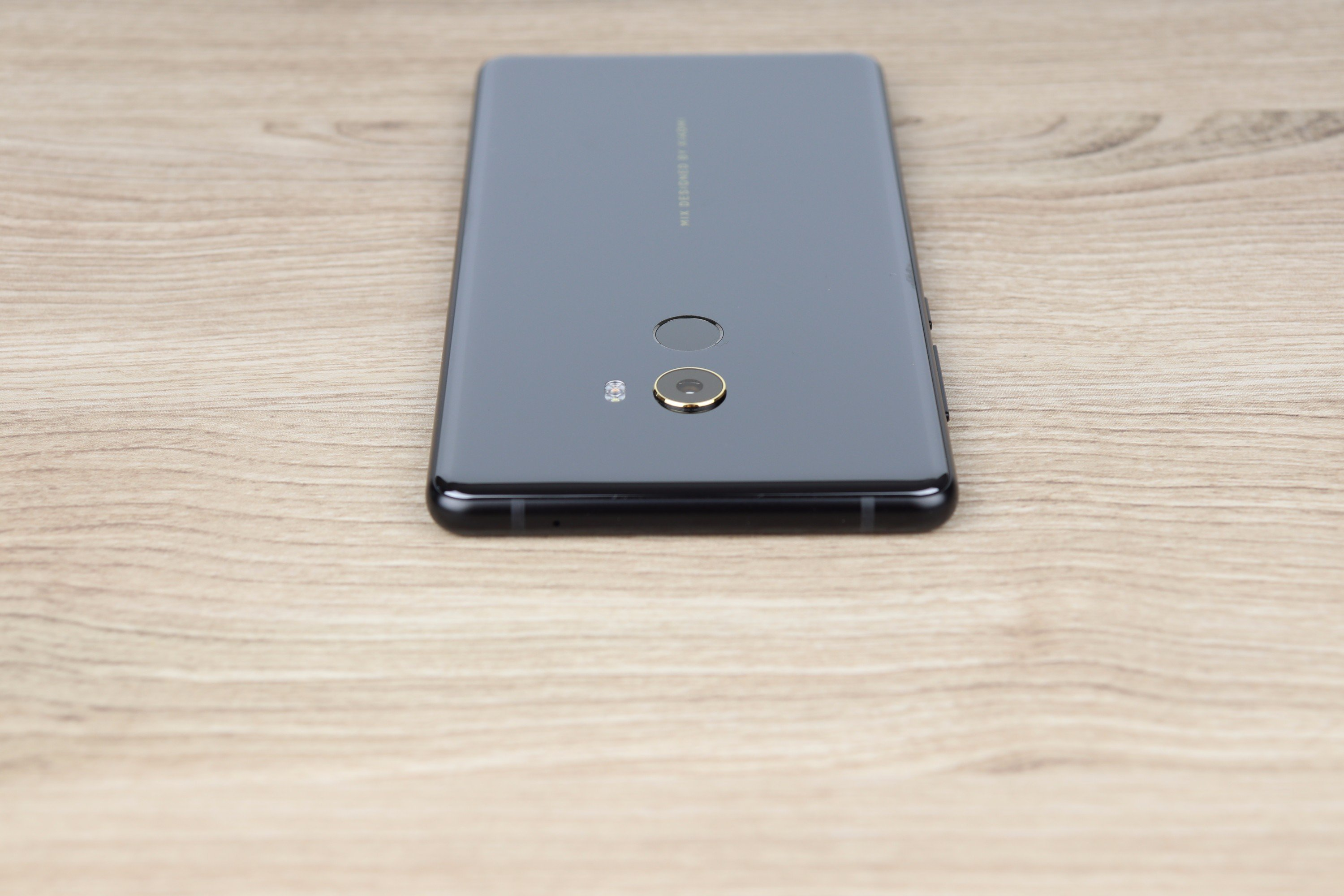 Xiaomi Mi Mix 2 Design and build quality