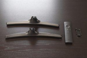 Xiaomi Mi TV 4A Standfüße und Fernbedienung