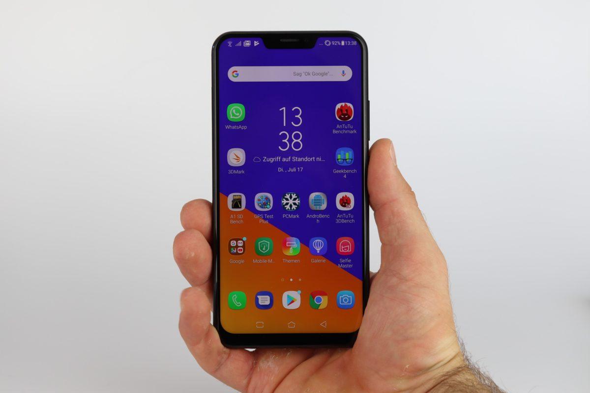 Asus Zenfone 5Z Hand