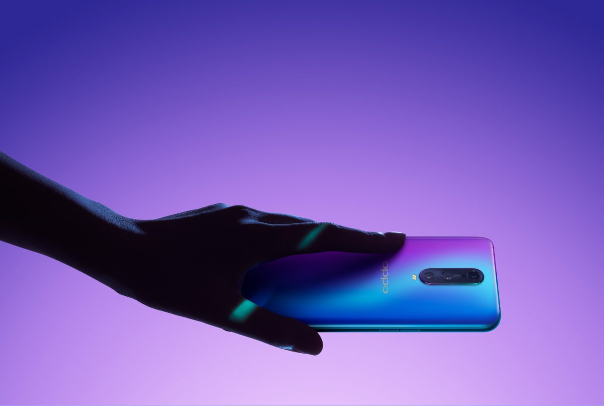 Oppo R17 Pro Design Hand