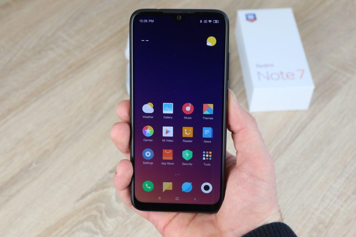 Xiaomi Redmi Note 7 Hand