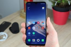 Xiaomi Mi 9 Hand 1