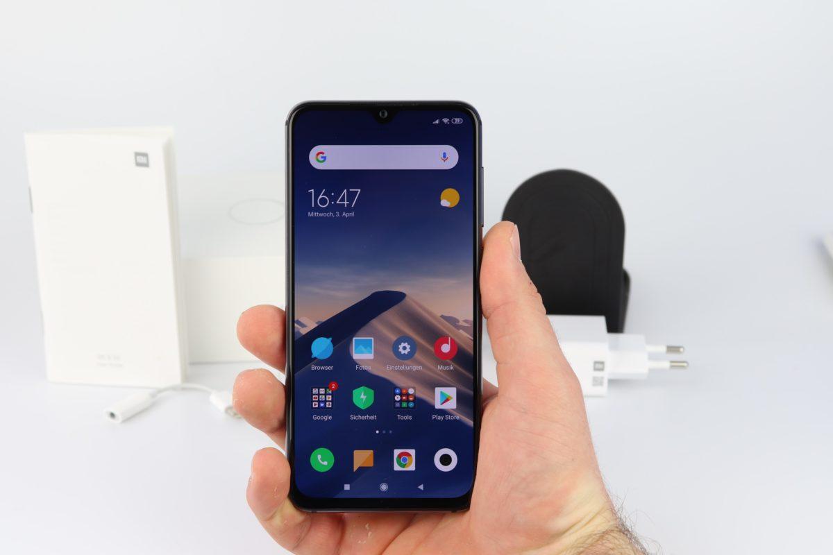 Xiaomi Mi 9 SE Hand 2