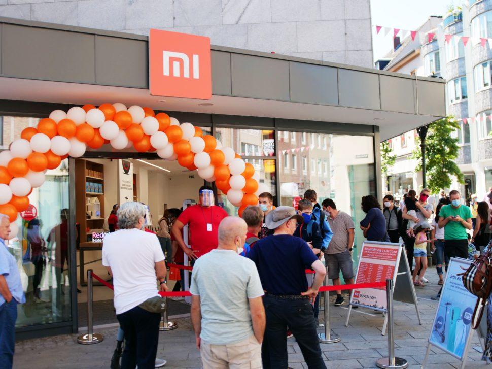 Mi Store Opening Queue 1