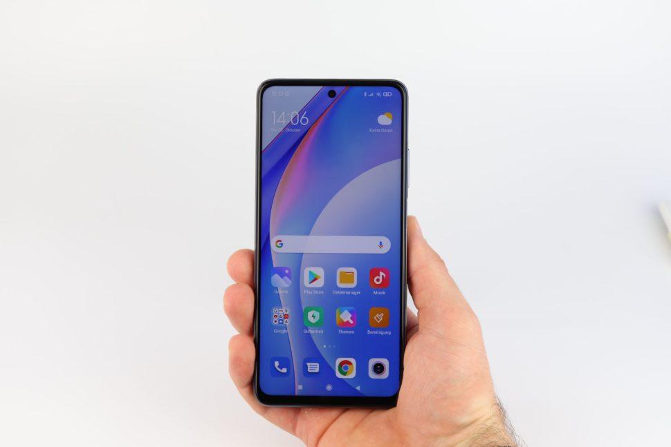 Xiaomi Mi 10T Lite Hand 1