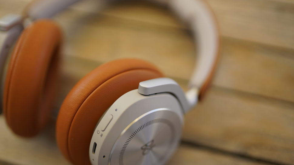 Beoplay HX Banner 16
