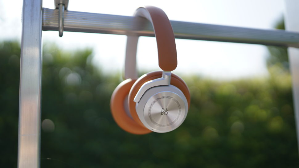 Beoplay HX Banner 22