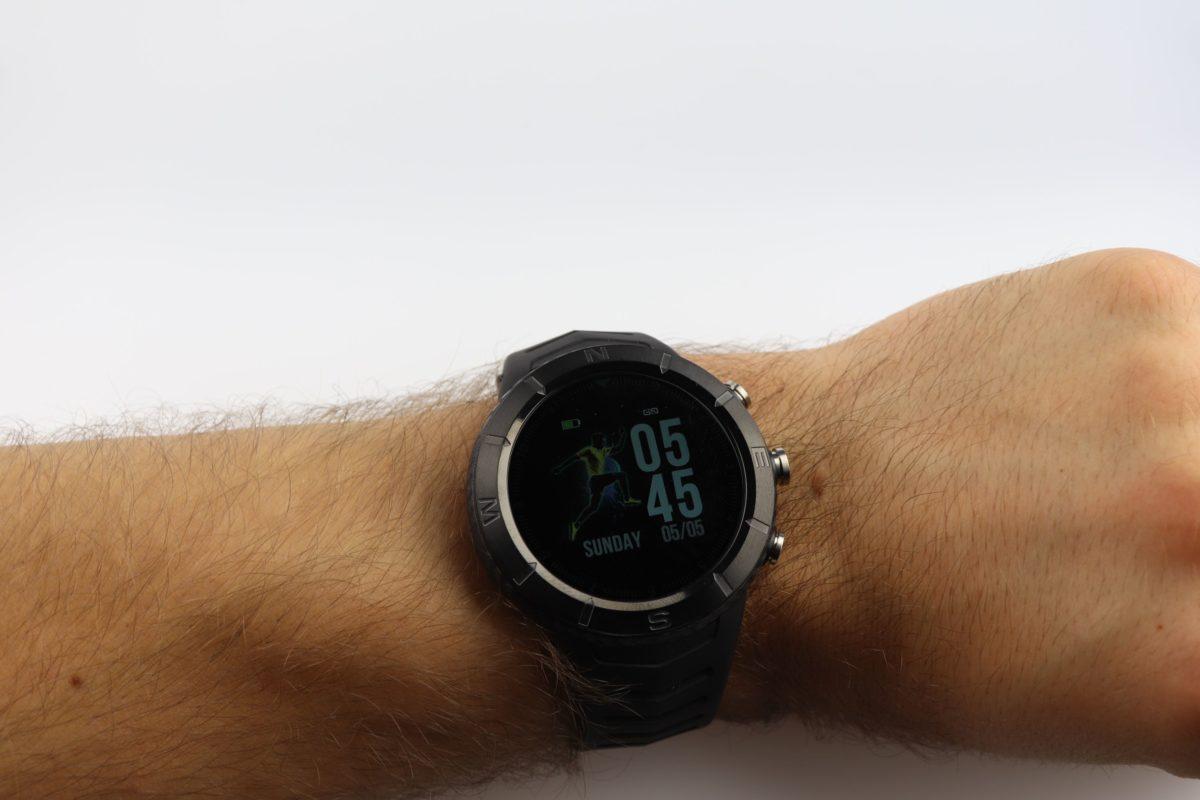 No1 DT08 smartwatch Handgelenk (2)